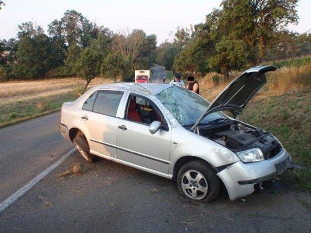 Po šesté hodině ranní došlo v pondělí 10.8. v Bystřici pod Hostýnem na komunikaci ve směru na Holešov k dopravní nehodě osobního auta značky Škoda Fabia.