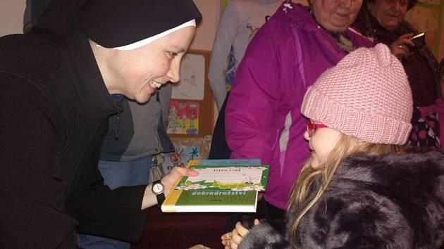 Vernisáž výtvarné soutěže dětských prací s tématem Vánoce v naší rodině se v úterý 3.1. konala v Centru pro rodinu v Kroměříži.