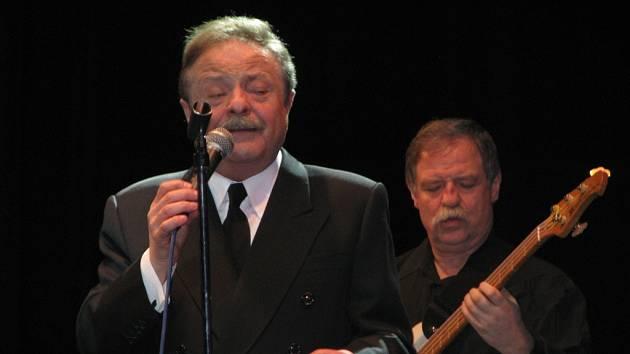 Další z hudebníků, který ve středu 28. ledna vyprodal kroměřížský Dům kultury, byl Petr Spálený. V Kroměříži tak zahájil šňůru letošních koncertů.