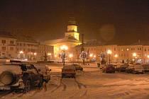 Zasněžené Velké a Hanácké náměstí v Kroměříži.