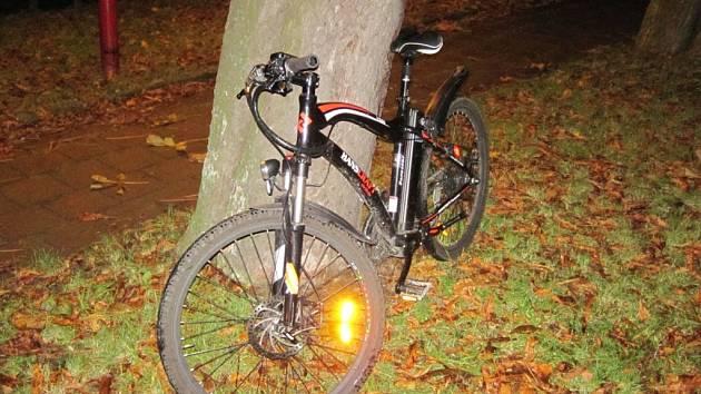 V Holešově se cyklistka střetla s autem