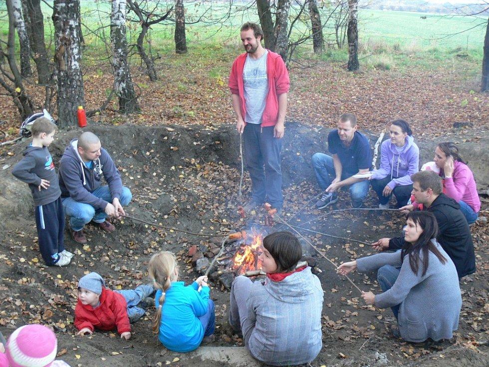 Příjemný nedělní výlet s rodinným centrem Knoflík si přišlo užít na dvacet členů centra.