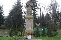 Jedna z památek obce Chvalčov na Kroměřížsku je po ročním restaurování zpět na místě.