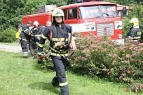 Ostré cvičení, které vzbudilo pozornost řady místních lidí, absolvovali ve středu 24. června dopoledne profesionální hasiči na základní škole v Morkovicích-Slížanech.