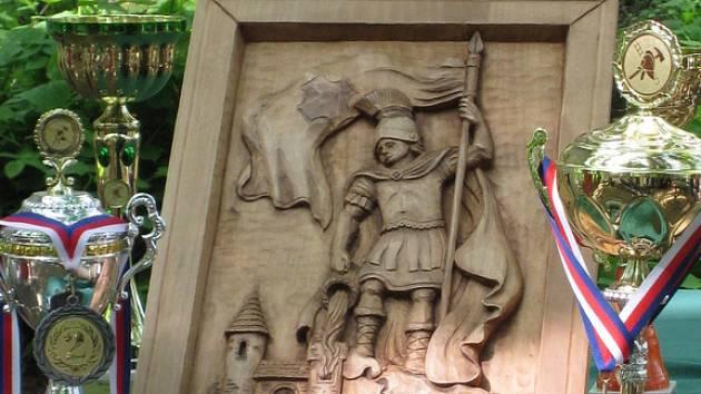V neděli 11. května posvětili u kapličky v Netčicích dřevoryt svatého Floriánka.