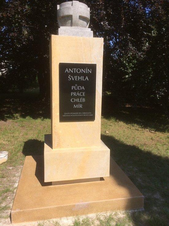 Kameník Jiří Svak, Holešov. Pomník Antonína Švehly po rekonstrukci.