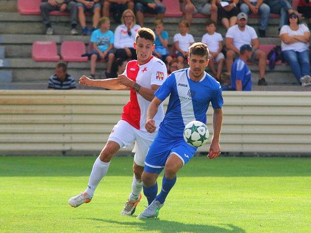 Kroměřížský útočník Jan Silný (na snímku vlevo) zatím neví, kde bude v příští sezoně hrát.