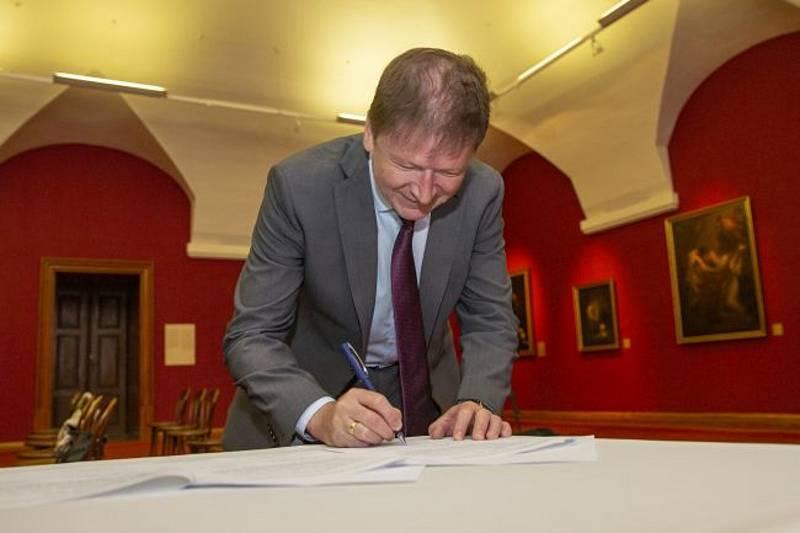 Memorandum podepsali zástupci Kroměříže, Arcibiskupství olomouckého a Zlínského kraje. Foto: Město Kroměříž