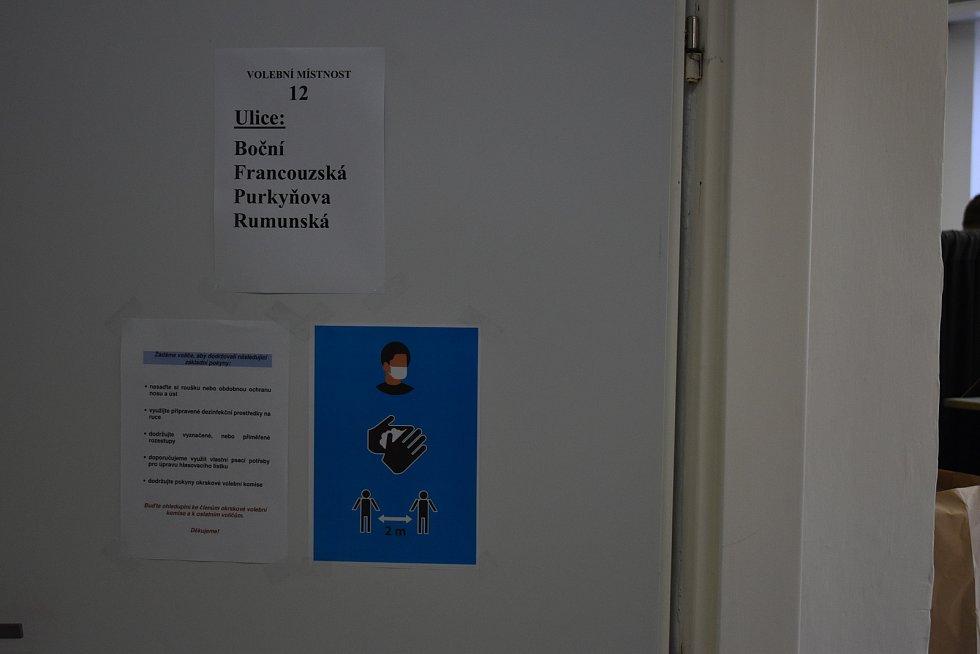 Volby do Zastupitelstva Zlínského kraje. Volební místnost v Kroměříži.