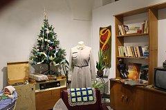 V Kroměříži začala výstava, která si bere za cíl postupně navodit vánoční atmosféru. Návštěvníkům představuje, jak se proměňovaly oslavy vánočních svátků. Lidé se projdou mezi dobovými interiéry, počínaje 30. a konče 70. léty minulého století. Sbírkové př