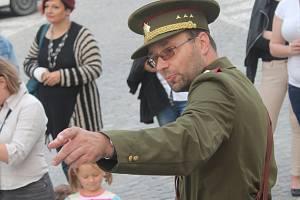 Pedagog Evžen Petřík se stal z rozhodnutí zastupitelů nositelem Ceny města Kroměříže za rok 2016. Na snímku při kostýmovaných prohlídkách města, které pořádá se sdružením Biskupští manové.