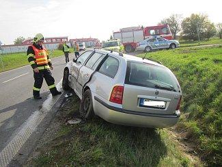 Srážku dvou osobních aut řešili ve středu 18. října po desáté hodině dopoledne hasiči, policisté a zdravotníci nedaleko Fryštáku ve směru na Holešov.