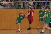 Marek Vacula (s míčem) pomohl svému týmu ke druhé letošní výhře.