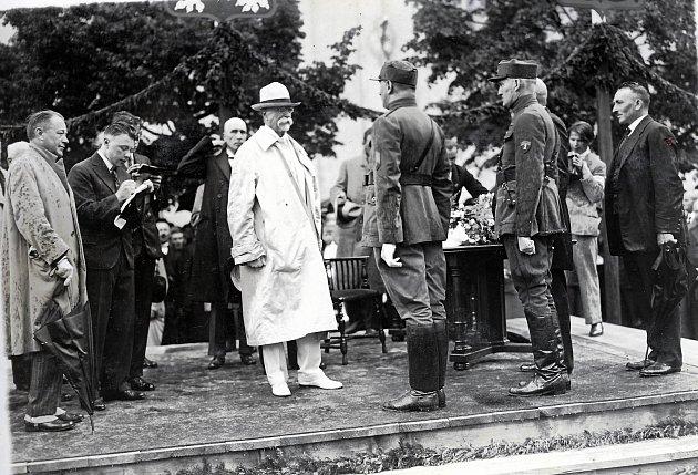 Tomáš Garrigue Masaryk navštívil Bystřici pod Hostýnem v roce 1928 při cestě po moravských městech.