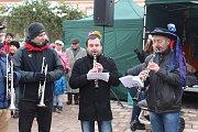 Druhá únorová sobota byla na Kroměřížsku ve znamení masopustu. Tradiční Masopustní jarmark nechyběl ani v Kroměříži, a to za doprovodu maškar, dechové hudby a regionálních specialit.