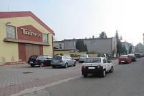 Svědky nehody, při níž řidič v Holešově poškodil v sobotu 31. října zaparkované auto, hledají kroměřížští policisté.