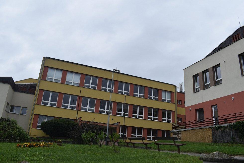 Kostelec u Holešova, srpen 2021. Základní škola.
