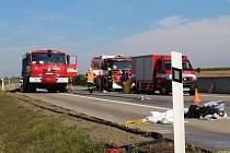 Na dálnici u Kroměříže havaroval kamion vezoucí kyselinu.