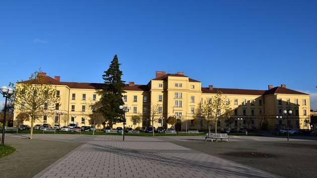 V budově bývalých kasáren na Hanáckém náměstí plánovala Kroměříž vybudovat nové Komunitní centrum: město ale zatím nedostalo dotace a projekt se tak odkládá.