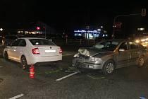 Na kroměřížské křižovatce ulic Hulínská, Kaplanova a Čelakovského se srazila auta.