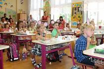 Na základní škole Komenského přivítali do nového školního roku téměř čtyřicet prvňáčků.