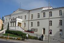 Kroměřížské kino Nadsklepí čeká modernizace. K tomuto kroku se rozhodla kroměřížská radnice. V kině se zmenší kapacita sedaček, které budou i nové. Zařízení dostane třeba i lepší vzduchotechniku