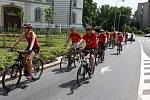 Před vyhlášením vítězů soutěže Do rachoty kolem KM se její účastníci sjeli ke společné cyklojízdě.