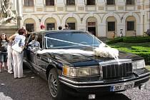 V kroměřížském Arcibiskupském zámku se na 1. květnový den konala akce Svatba jako v pohádce, na které návštěvníci našli nejrůznější veškerý servis ke svatbě. Nechyběla ani přehlídka šatů.