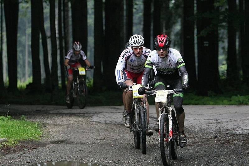 V sobotu se jel přes Hostýnské vrchy 18. ročník bikemaratonu Drásal. V hlavním závodu dlouhém 115 kilometrů s převýšením 3200 metrů vyhrál Jan Hruška. Závodníci opuští Tesák.
