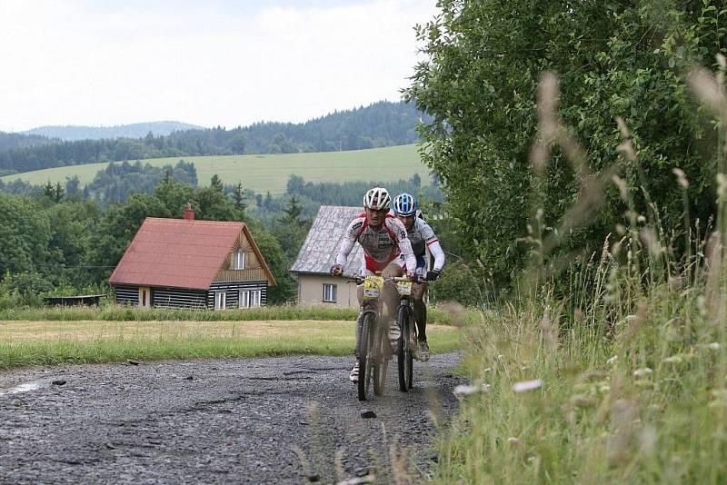 V sobotu se jel přes Hostýnské vrchy 18. ročník bikemaratonu Drásal. V hlavním závodu dlouhém 115 kilometrů s převýšením 3200 metrů vyhrál Jan Hruška. Na Trojáku byla vpředu dvojice Jan Hruška, Kristián Hynek.