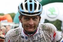 V sobotu se jel přes Hostýnské vrchy 18. ročník bikemaratonu Drásal. V hlavním závodu dlouhém 115 kilometrů s převýšením 3200 metrů vyhrál Jan Hruška. Průběžně vedoucí dvojice Jan Hruška, Kristián Hynek za chvíli zmizí za horizontem Trojáku.