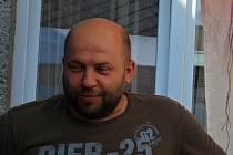David Bělík, opravář šicích strojů.