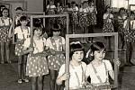 1980. Oblíbenou celostátní akcí byla tehdy nepochybně spartakiáda. Na tu nacvičovaly právě i chvalčovské děti, což dokazuje fotografie z roku 1980. S nacvičenou sestavou se pak dostaly i do krajských kol, na strahovský stadion už však nikoliv.