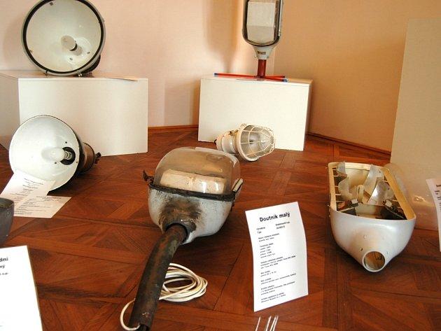 V Holešově vystavují jedinečnou kolekci svítidel.
