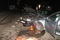 Nehodu dvou škodovek museli v pondělí 19. října brzy ráno řešit policisté a hasiči v Jankovicích.