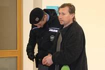 Okresní soud ve Zlíně poslal včera do vazby osmatřicetiletého muže z Kroměřížska, podezřelého z vraždy muže v obci Honětice na Kroměřížsku, kde byly v úterý objeveny kosterní pozůstatky mužského těla.