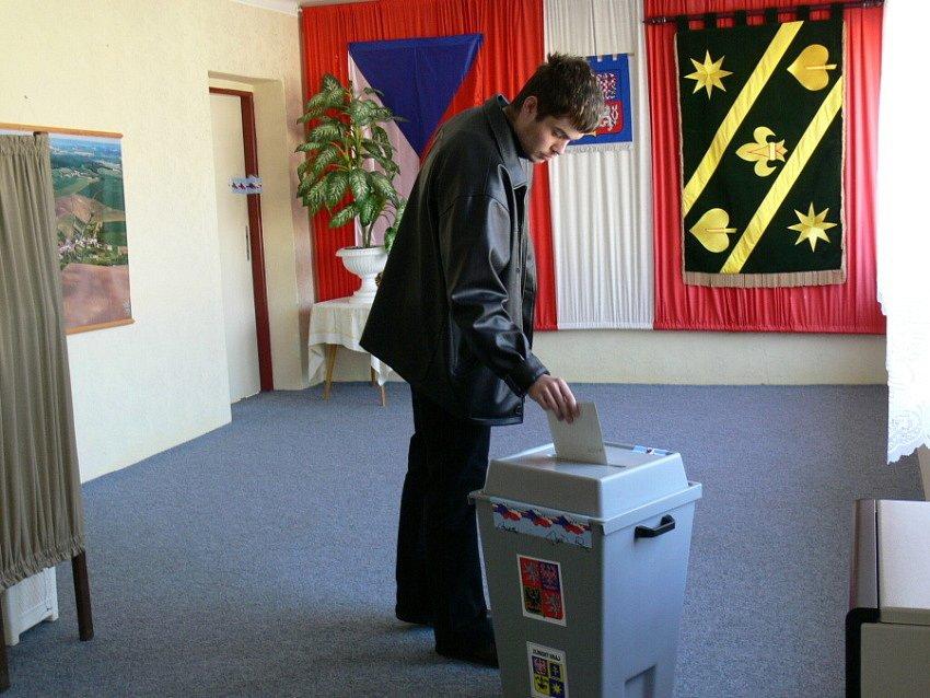 Už to znají. V Bořenovicích vybíralo nového starostu jednašedesát procent oprávěných voličů.