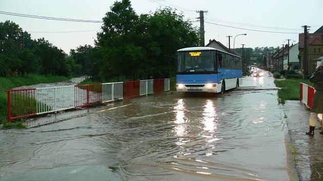 Přívalové deště udeřily na Kroměřížsku takřka na hodinu přesně s odstupem jednoho týdne, škody jdou opět do milionů korun.