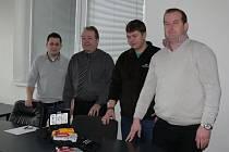 Sbor dobrovolných hasičů z Morkovic dostal od firmy Hanhart Morkovice s.r.o. automatizovaný externí defibrilátor.