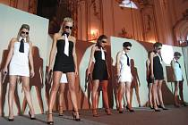 Na Arcibiskupském zámku v Kroměříži se konala v sobotu 23. května 2009 Top móda 2009. Na módní přehlídce se představila i Lucie Váchová a Radka Kocurová. Pořadem provázel Jan Čenský, jako host zazpíval Milan Drobný.