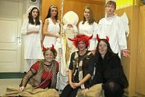 Do kroměřížské Základní umělecké školy přišel v pátek 3. prosince 2010 Mikuláš se svou družinou.
