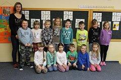 Tablo dětí z letošní třídy 1. B Základní školy Zámoraví v Kroměříži s třídní učitelkou Mgr. Lenkou Horákovou