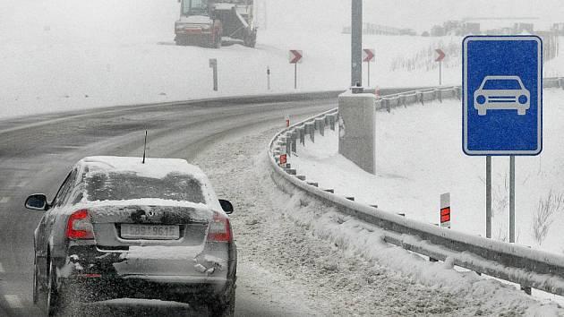Ministr dopravy Vít Bárta společně s premiérem Petrem Nečasem v pátek 3. prosince u Hulína slavnostně otevřeli nový úsek silnice R 55.