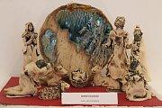 Návštěvníci holešovské výstavy se mohou až do konce prosince kochat třiasedmdesáti betlémy a desítkami baněk z celého světa. O uplynulém víkendu navíc výstavu zpestřila také ukázka řezbářské práce.