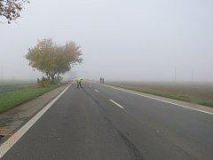 Tragický střet osobního auta s chodcem se stal v neděli brzy ráno na hlavním silničním tahu mezi Kroměříží a Hulínem.