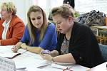 Také na Kroměřížsku začaly v pátek 20. října volby do Poslanecké sněmovny. Na snímku trojice volebních místností na Základní škole Zachar v Kroměříži.