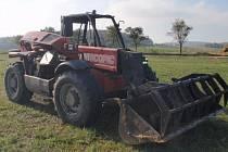 Požár zemědělského nakladače značky Manitou museli v úterý 29. září dopoledne likvidovat hasiči na poli mezi Kvasicemi a Novou Dědinou. Oheň zkrotili za třicet minut, škoda se přesto vyšplhala na půl milionu korun.