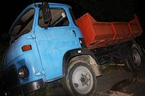U Kurovic havaroval náklaďák, jeho vyproštění zablokovalo silnici