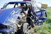 Řidič osobního vozu najel do nákladního auta.