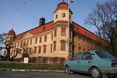 Holešovský zámek